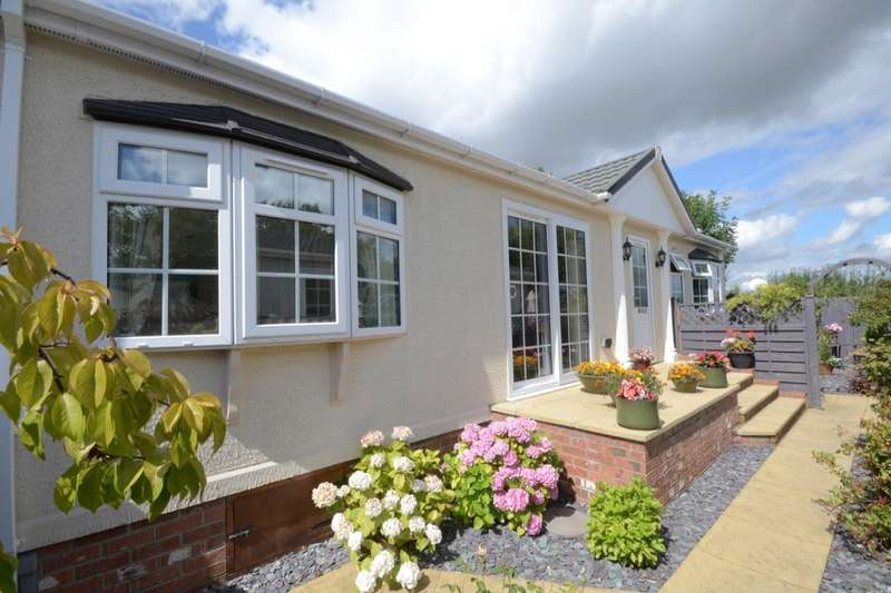 2 Bedrooms Detached Bungalow for sale in The Crescent, Acaster Malbis, York, YO23