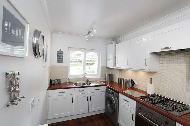 4 Bedrooms Terraced House for sale in Chestnut Close, Orpington, Kent, BR6 6LP