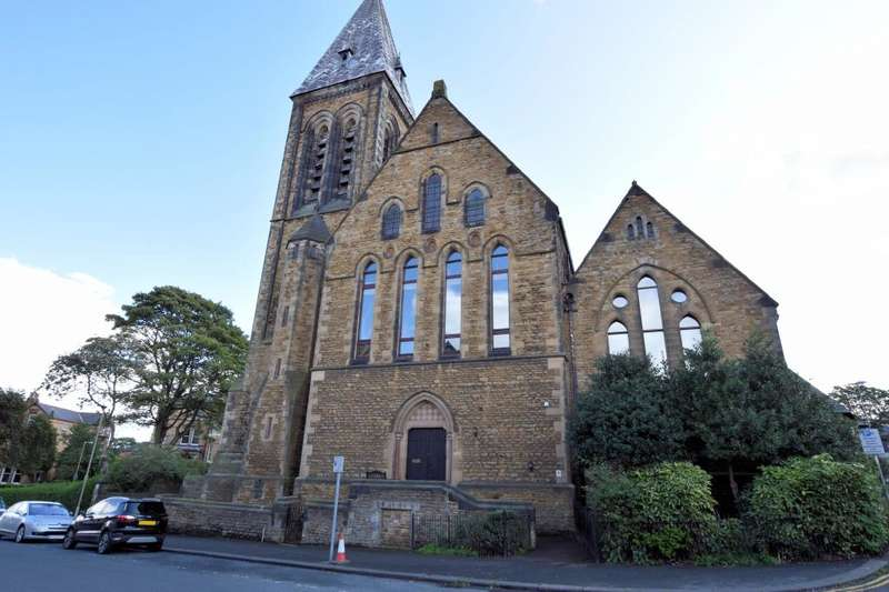 2 Bedrooms Apartment Flat for sale in Trinity Church Court, Scarborough North Yorkshire, YO11 2TR