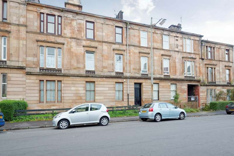 3 Bedrooms Flat for sale in Queen Mary Avenue, Glasgow, G42 8DT