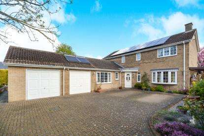 4 Bedrooms Detached House for sale in Crescent Close, Nettleham, Lincoln, .
