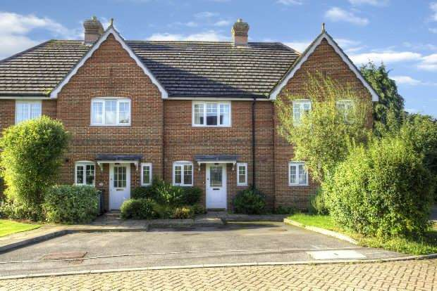 2 Bedrooms Terraced House for sale in Woodcroft, Oakley,