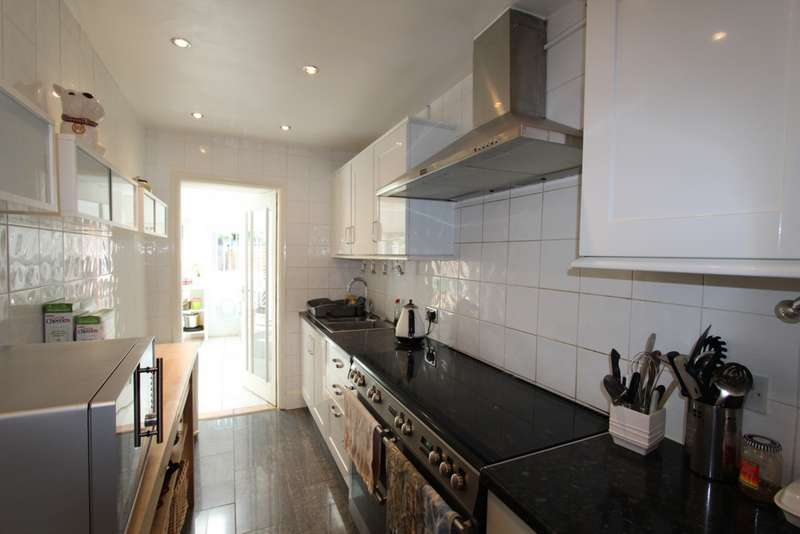 3 Bedrooms Terraced House for sale in Addiscombe Avenue, Addiscombe, CR0