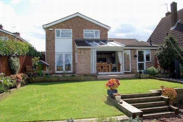 4 Bedrooms Detached House for sale in St Peters Way, Cogenhoe, Northampton NN7 1NU