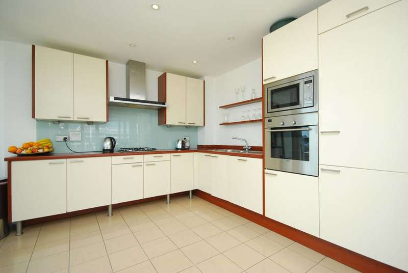 2 Bedrooms Flat for sale in Eastern Quay Apartments, Royal Docks, E16