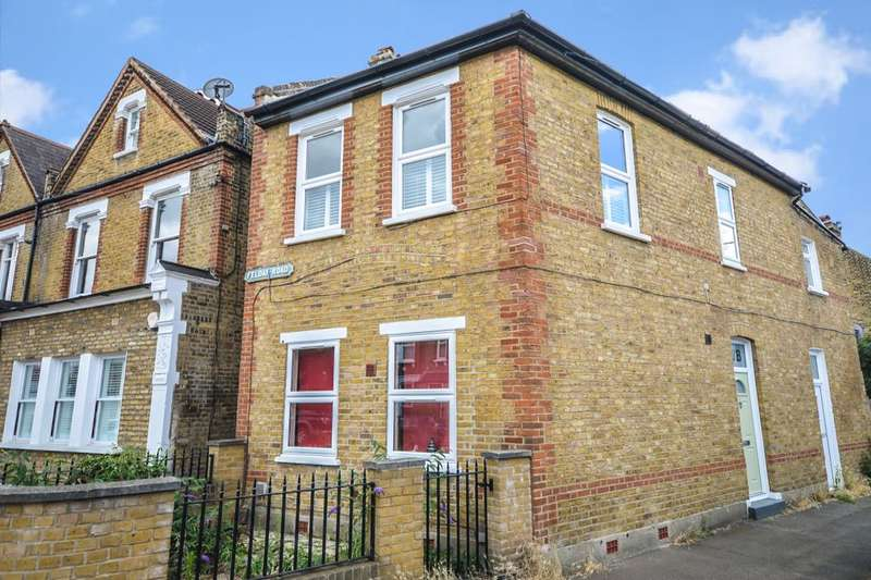 2 Bedrooms Flat for sale in Albacore Crescent, LONDON, SE13