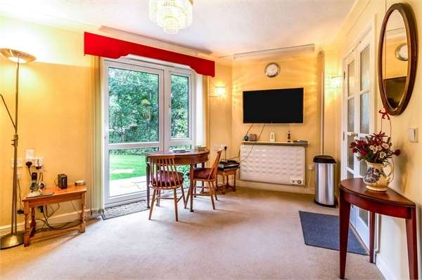 1 Bedroom Flat for sale in Kelham Gardens, Marlborough, Wiltshire