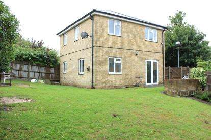 3 Bedrooms Detached House for sale in Herent Drive, Clayhall