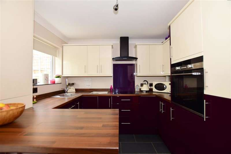 3 Bedrooms Terraced House for sale in Lakeside, Snodland, Kent