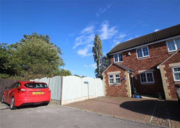 3 Bedrooms Semi Detached House for sale in Ashwood Court, Fitzwilliam