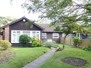 2 Bedrooms Bungalow for sale in Folkestone Road, Dover, Kent