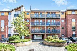 2 Bedrooms Flat for sale in Harry Close, Croydon