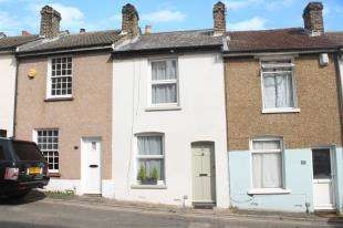 2 Bedrooms Terraced House for sale in Constitution Hill, Gravesend, Kent