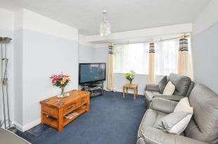 2 Bedrooms Maisonette Flat for sale in Dean Road, Croydon, .