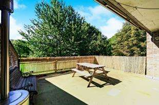 3 Bedrooms Maisonette Flat for sale in Hulverston Close, Sutton, Surrey