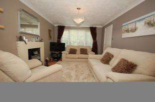 3 Bedrooms Detached House for sale in Pipit Meadow, Uckfield, East Sussex
