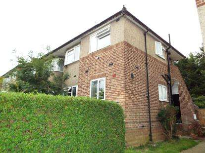 2 Bedrooms Maisonette Flat for sale in Clayhall, Ilford, Essex