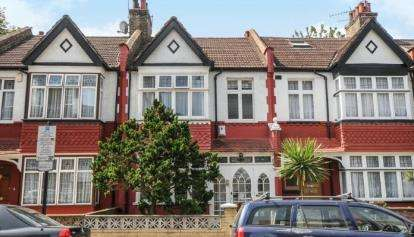 3 Bedrooms Terraced House for sale in Biddestone Road, London