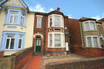 2 Bedrooms Maisonette Flat for sale in Kempston Road, Bedford, Bedfordshire