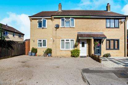 4 Bedrooms Semi Detached House for sale in Stoney Close, Huntingdon, Cambridgshire, Uk