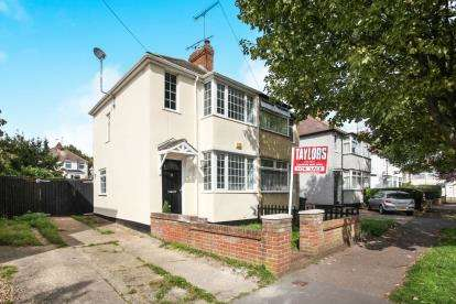 2 Bedrooms Semi Detached House for sale in Fourth Avenue, Luton, Bedfordshire