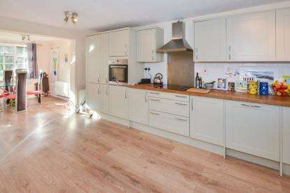 3 Bedrooms Terraced House for sale in France Furlong, Great Linford, Milton Keynes, Bucks