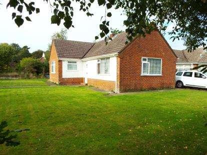 2 Bedrooms Bungalow for sale in Broadstone, Dorset