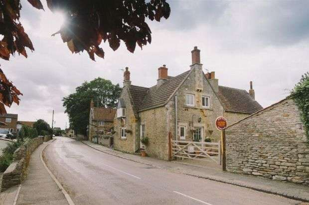 2 Bedrooms Cottage House for sale in High Street, Great Doddington, Northampton NN29 7TQ