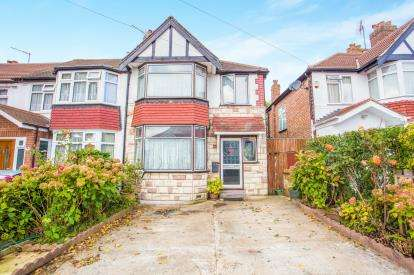 3 Bedrooms End Of Terrace House for sale in Conway Crescent, Perivale, Greenford