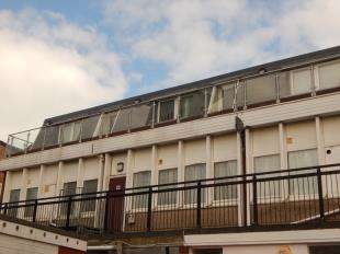 2 Bedrooms Flat for sale in Flat 5, High Street, Sheerness, Kent