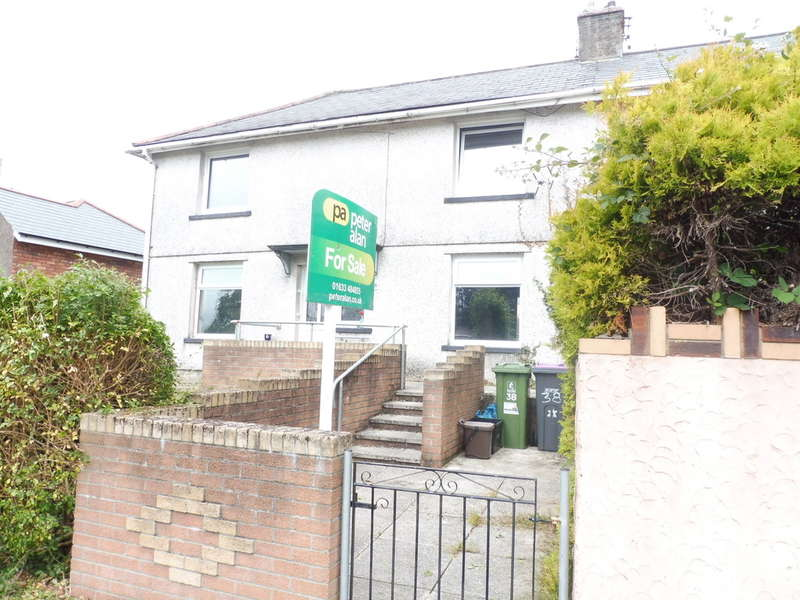3 Bedrooms Semi Detached House for sale in Channel View, Penygarn, Pontypool
