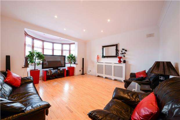 2 Bedrooms Maisonette Flat for sale in Hunters Grove, KENTON, Middlesex, HA3 9AQ