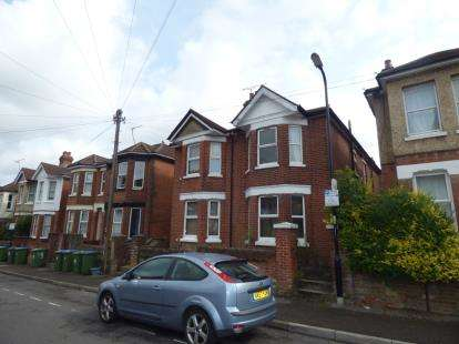 4 Bedrooms Semi Detached House for sale in Polygon, Southampton, Hampshire