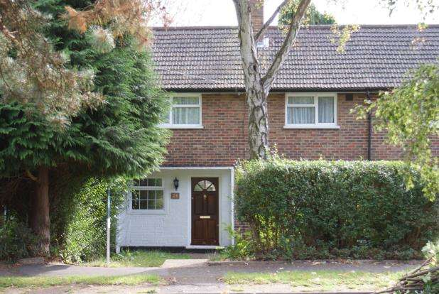 3 Bedrooms Terraced House for sale in Woking, Surrey