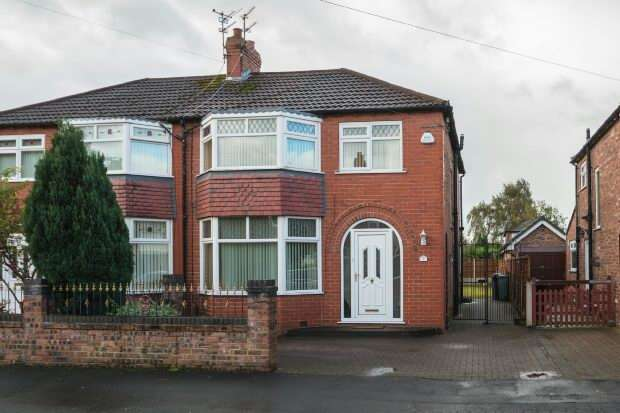 4 Bedrooms Semi Detached House for sale in Tabley Grove, Timperley