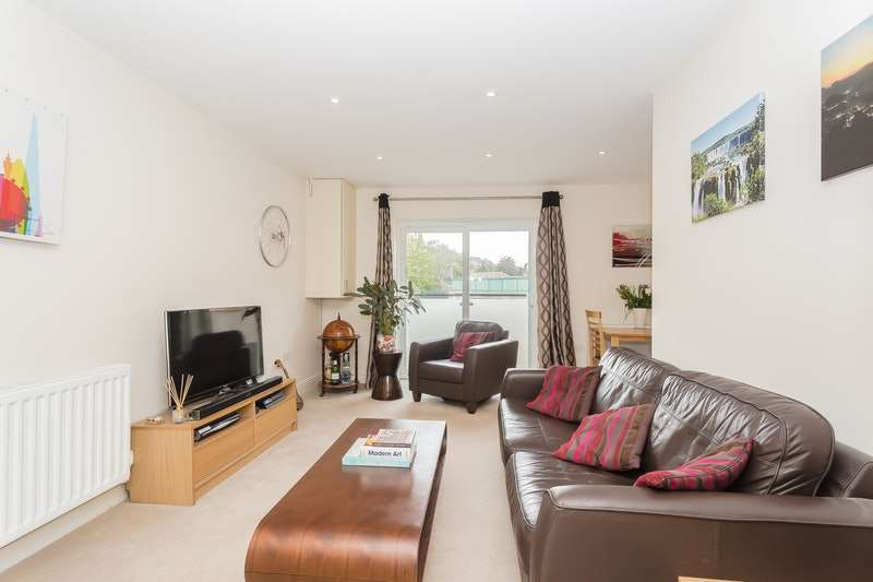 1 Bedroom Flat for sale in Whyteleafe Hill, Whyteleafe, Surrey, CR3