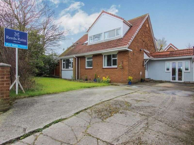 3 Bedrooms Detached Bungalow for sale in Staining Road, Blackpool, FY3