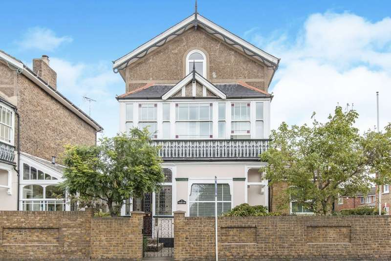 2 Bedrooms Flat for sale in Laleham Road, Staines-upon-Thames, Surrey TW18