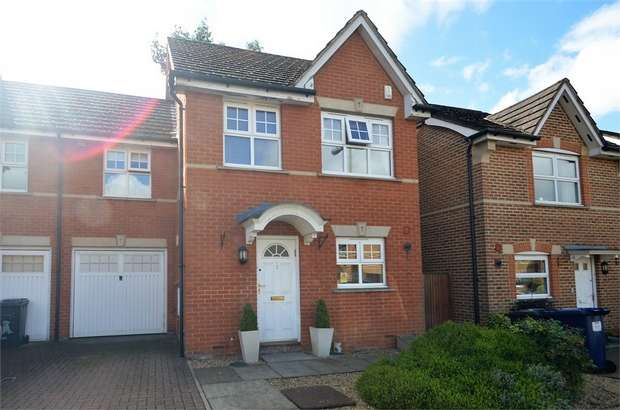 4 Bedrooms Semi Detached House for sale in Sebergham Grove, Mill Hill, NW7
