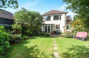3 Bedrooms Detached House for sale in Church Road, Wilmington, Kent