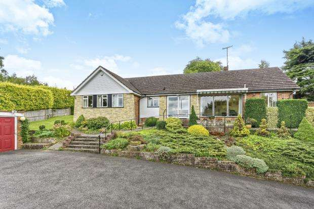 4 Bedrooms Bungalow for sale in Leatherhead, Surrey