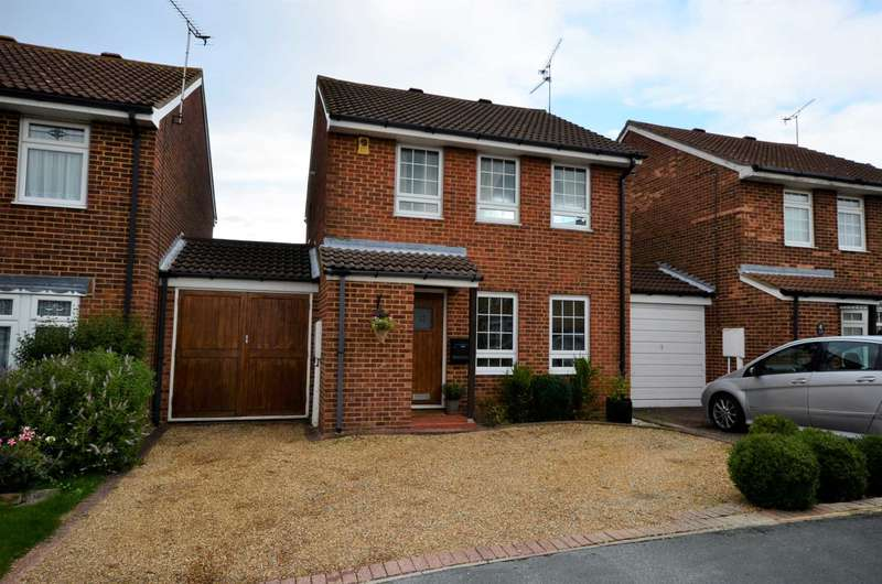 3 Bedrooms Detached House for sale in Rumbullion Drive, Billericay