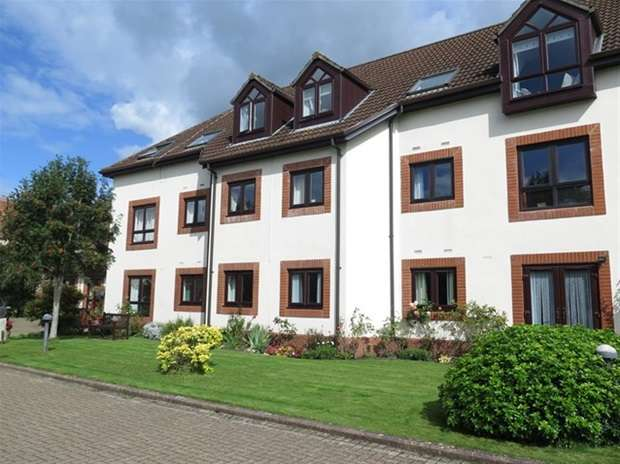 2 Bedrooms Flat for sale in The Cloisters, South Street, Wells