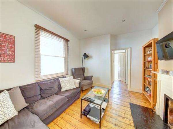 2 Bedrooms Apartment Flat for sale in Penwith Road, London