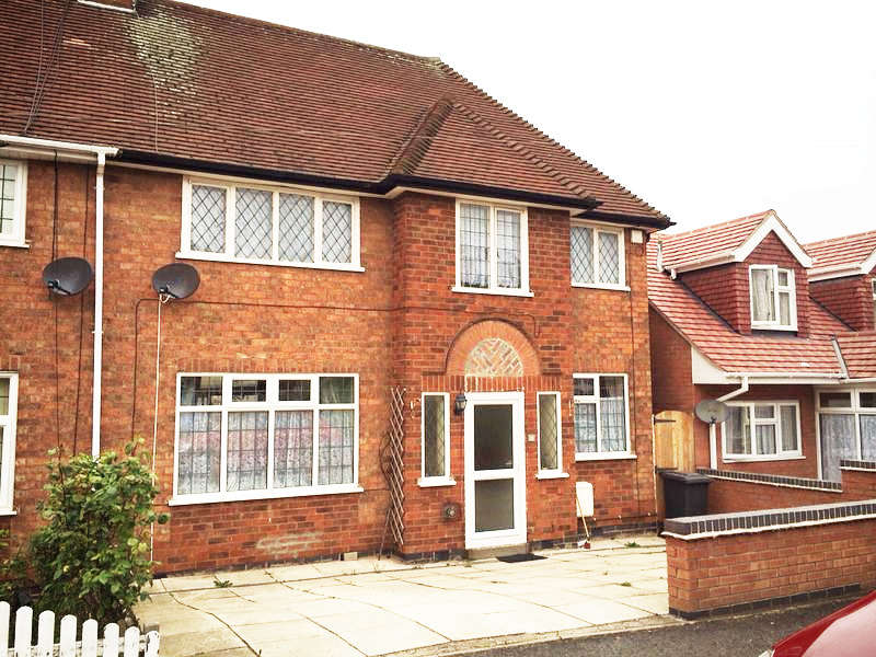 3 Bedrooms Semi Detached House for sale in Avoca Close, Leicester, LE5