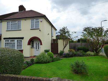3 Bedrooms Semi Detached House for sale in Hornchurch, Essex