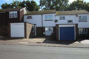 3 Bedrooms Terraced House for sale in Caburn Heights, Crawley, West Sussex