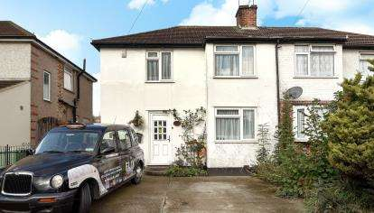 3 Bedrooms Semi Detached House for sale in Dawson Avenue, Orpington