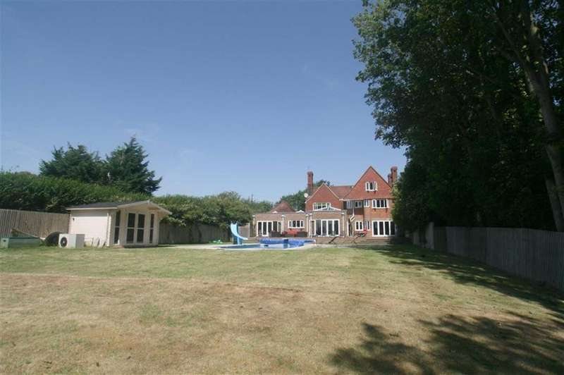 4 Bedrooms Detached House for sale in Valley Road, Peacehaven