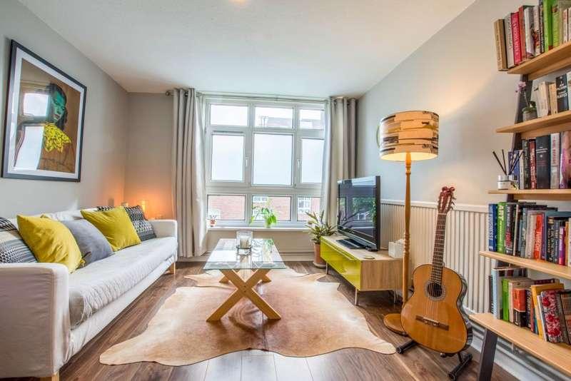 2 Bedrooms Flat for sale in Woking Close, Barnes, London, SW15 5LA